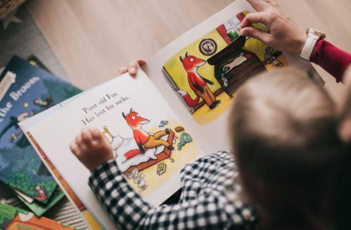 Książki z okienkami dla dzieci- sposób na naukę od najmłodszych lat